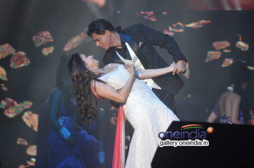 Shahrukh, Rani & Madhuri perform at Temptation Reloaded 2014 Photos