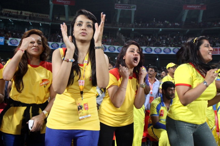 CCL 4 : Kerala Strikers Vs Chennai Rhinos Match Photos