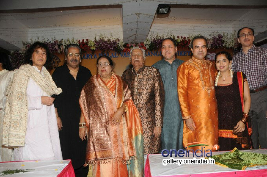 Ustad Ghulam Mustafa Khan honored at the 14th Vasantotsav Photos