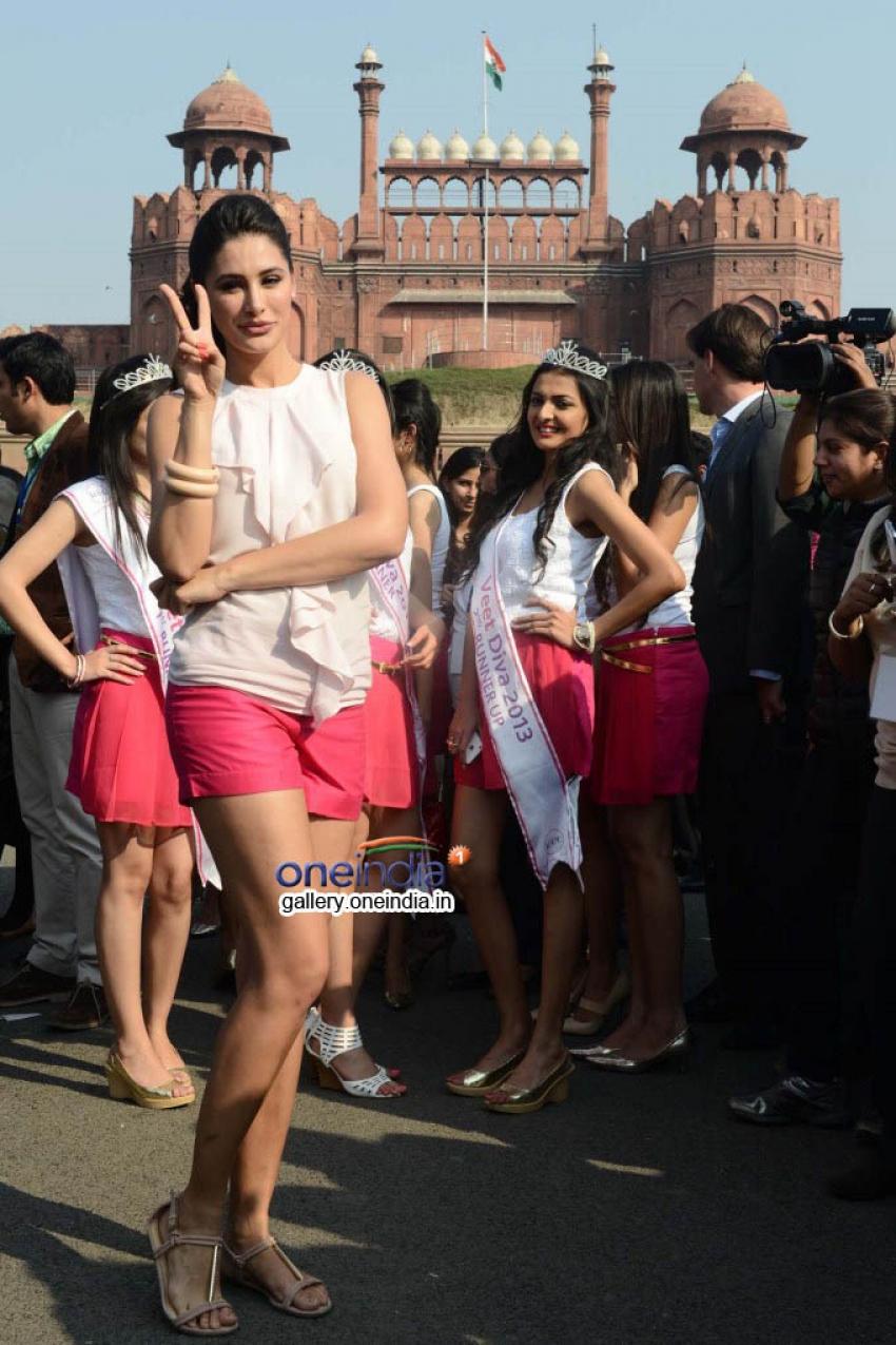 Nargis Fakhri At Veet Walk Photos