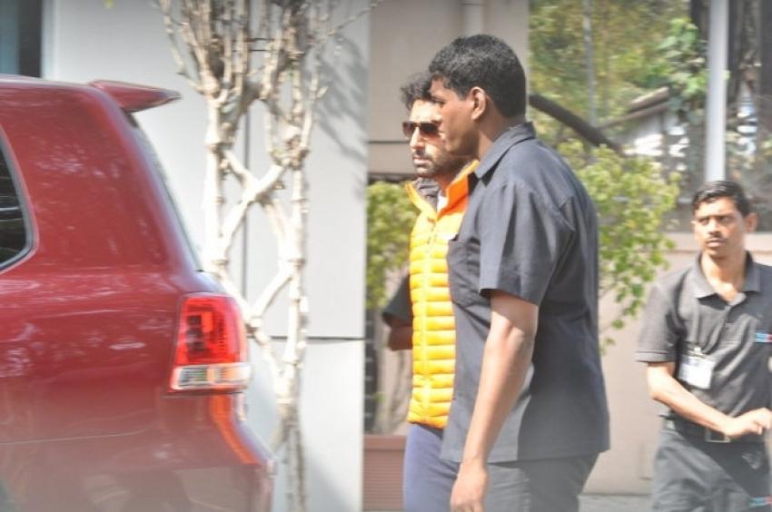 Bachchan family return from Holi celebration Photos