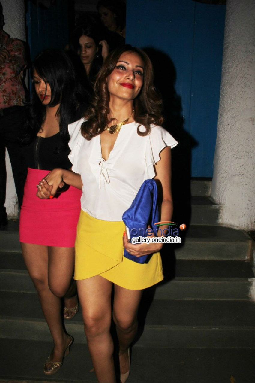 Bipasha Basu snapped at Olive Bandra Photos