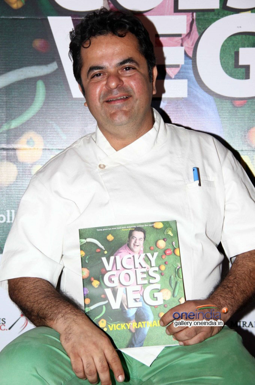 Farhan Akhtar launches chef Vicky Ratnani's book Vicky Goes Veg Photos