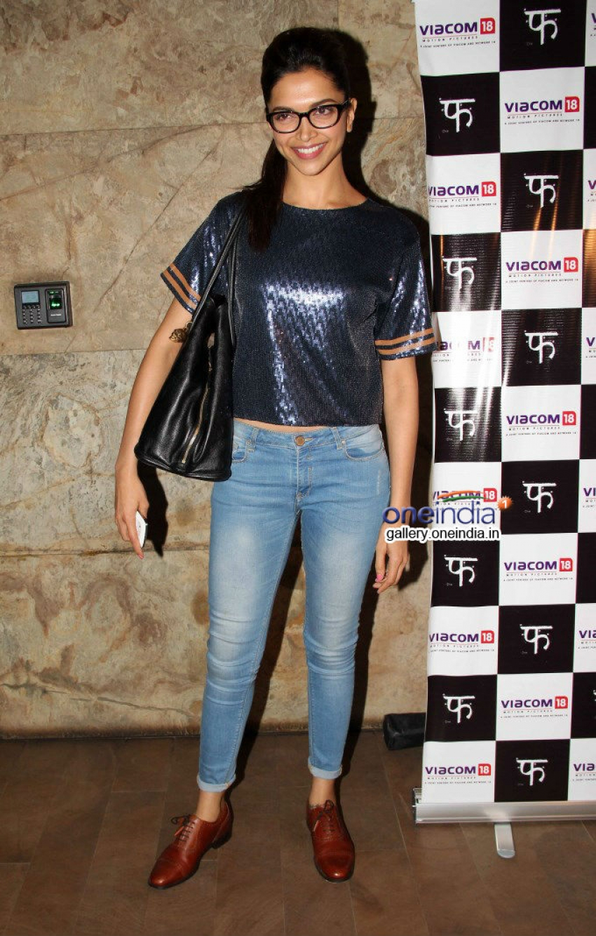 Deepika Padukone and Soha Ali Khan at special screening of Queen Photos