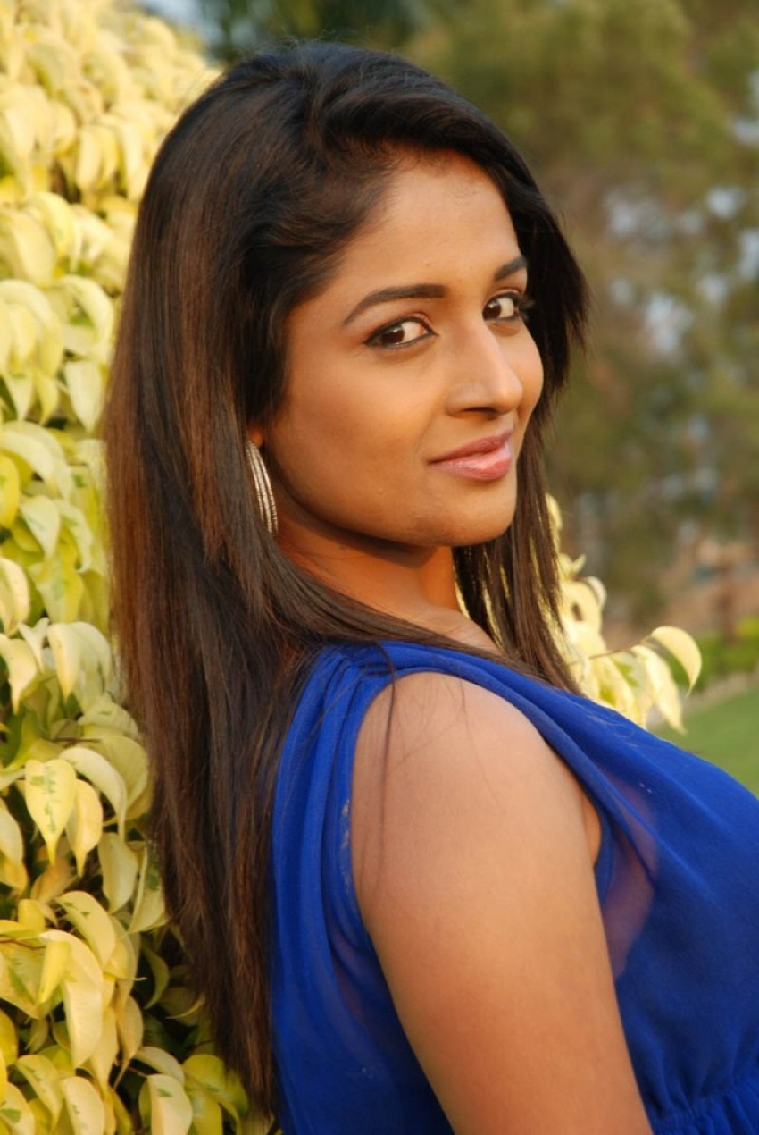 Esha Ranganath Photos