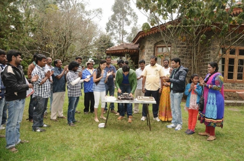 Ganesh Venkatraman's birthday on the sets of Achharam Photos