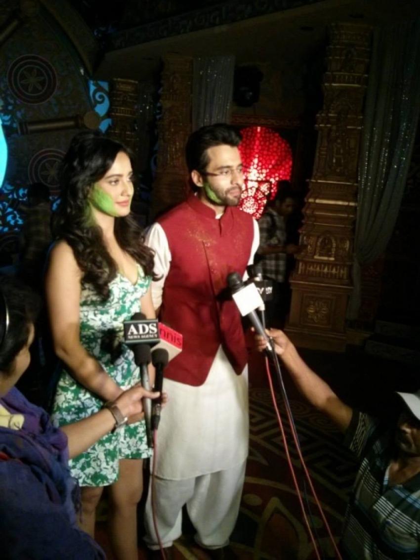Jackky Bhagnani and Neha Sharma on SAB Tv Ki Filmy Holi Photos