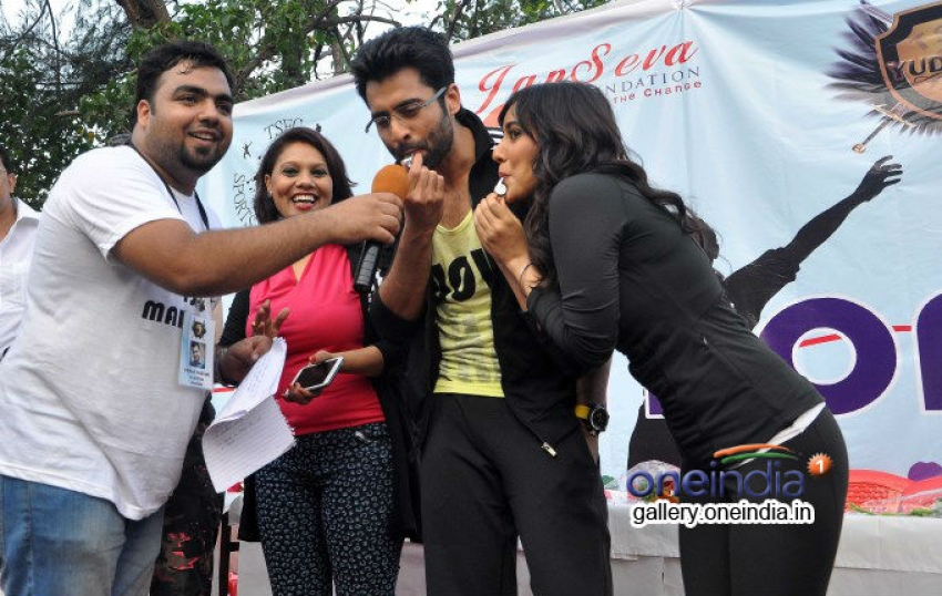 Jackky & Neha Flag Off Janseva Foundation's Mumbai Marathon Photos