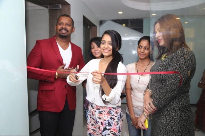 Janani Iyer Launch Essensuals Salon Photos