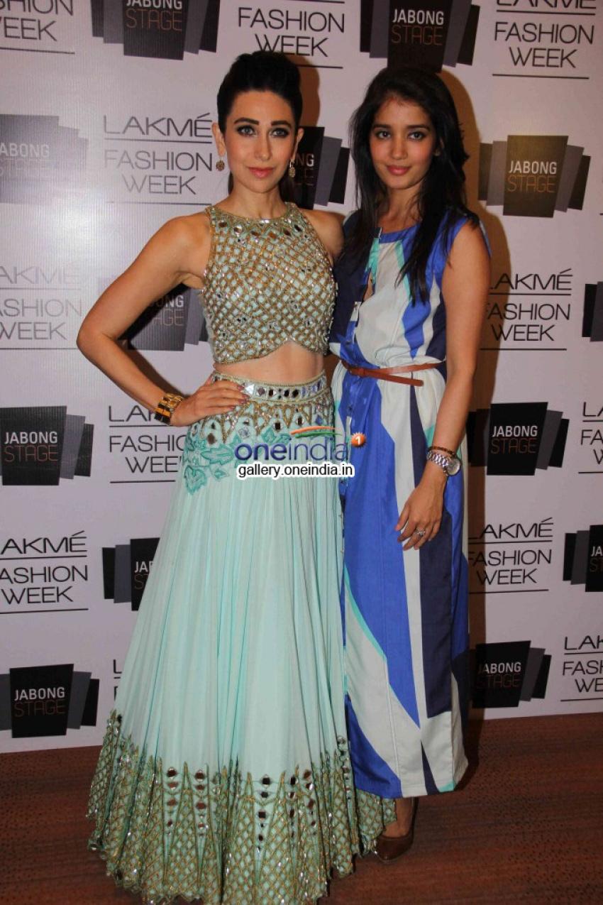 Karisma Kapoor walks for Arpita Mehta at LFW SR 2014 Photos
