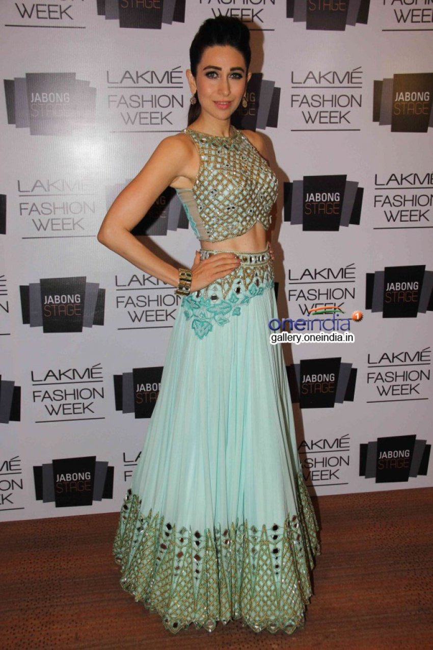 Karisma Kapoor walks for Arpita Mehta at LFW SR 2014 Photos