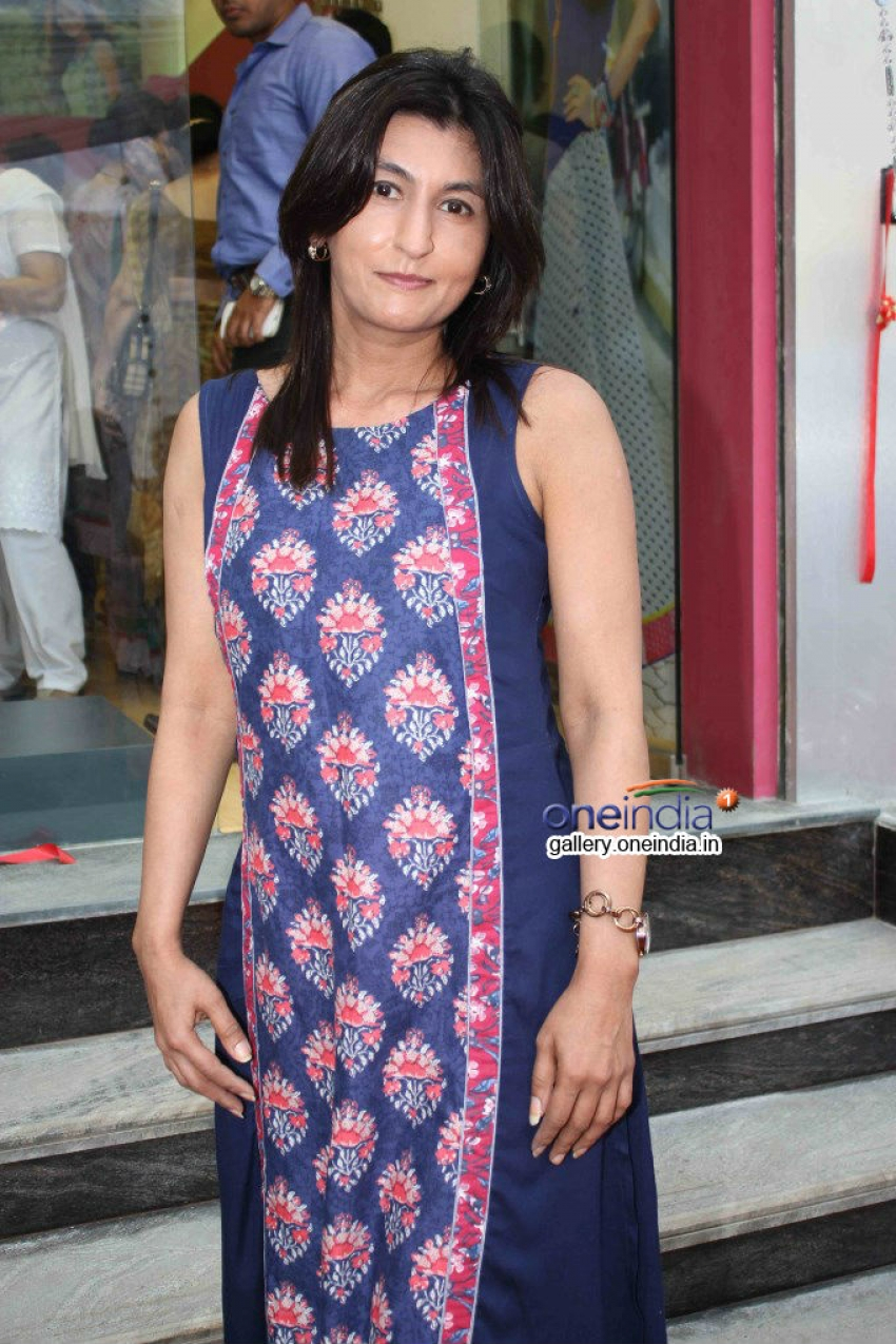 Konkona Bakshi inaugurates Diya Apparel store Photos