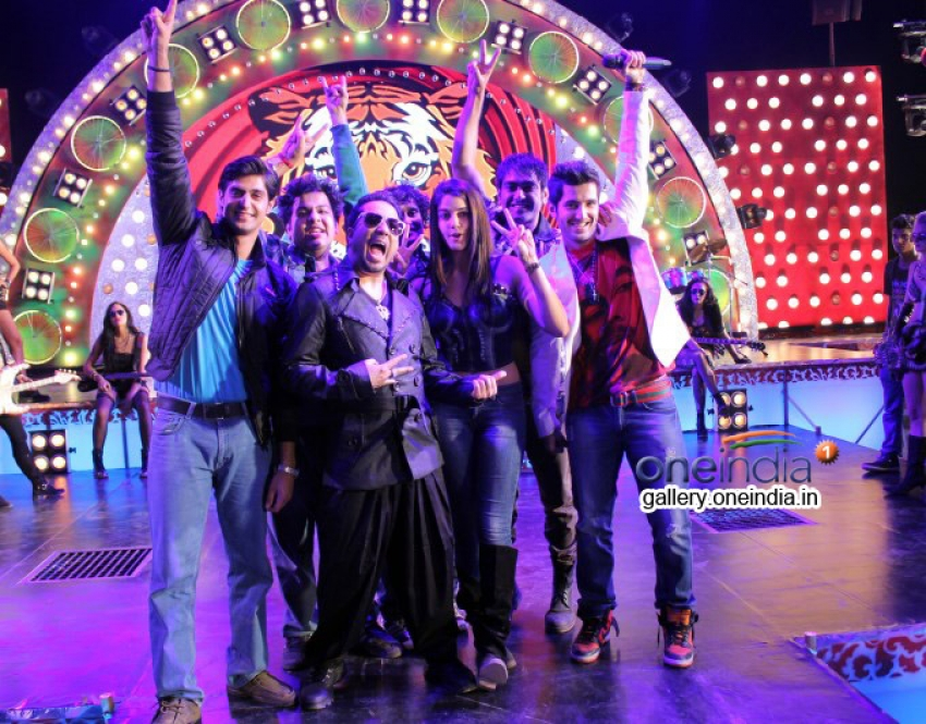 Mika Singh on the sets of Purani Jeans Photos