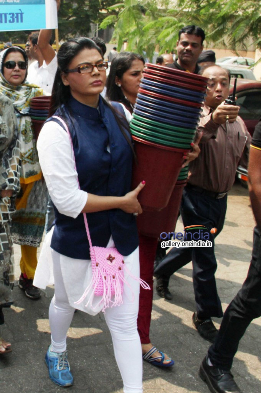 Rakhi Sawant distributes dustbins to needy people Photos