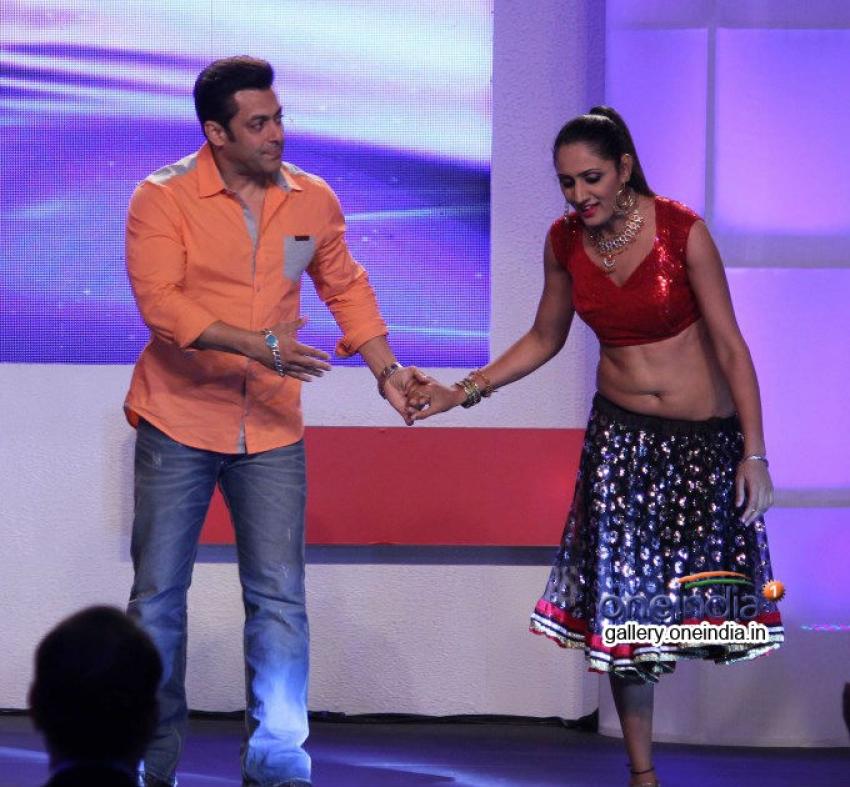 Salman Khan on CNN - IBN's Veer campaign event Photos