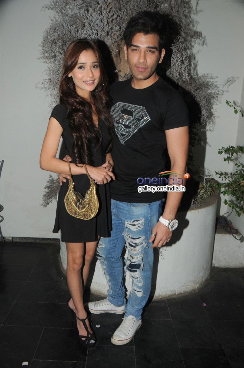 Sara Khan and Mayank Singh team up for Surma Bhopali Photos