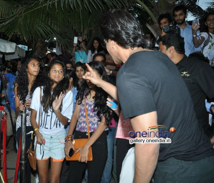 SRK with daughter Suhana at YouTube FanFest 2014 Photos