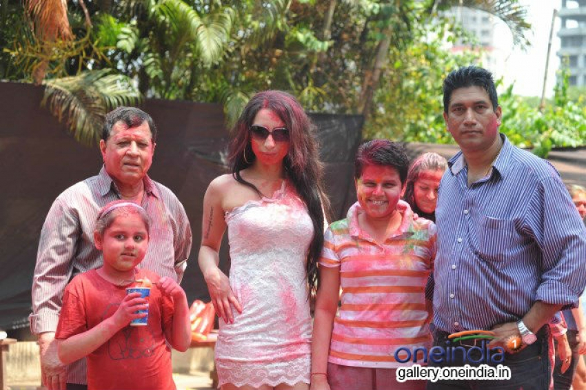 Shanti Dynamite visits MIG Cricket Club Photos