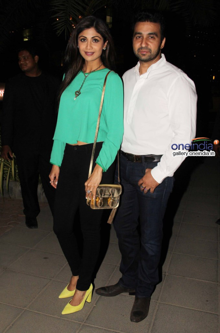 Harman, Bipasha and Shilpa snapped at Yauatcha restaurant Photos