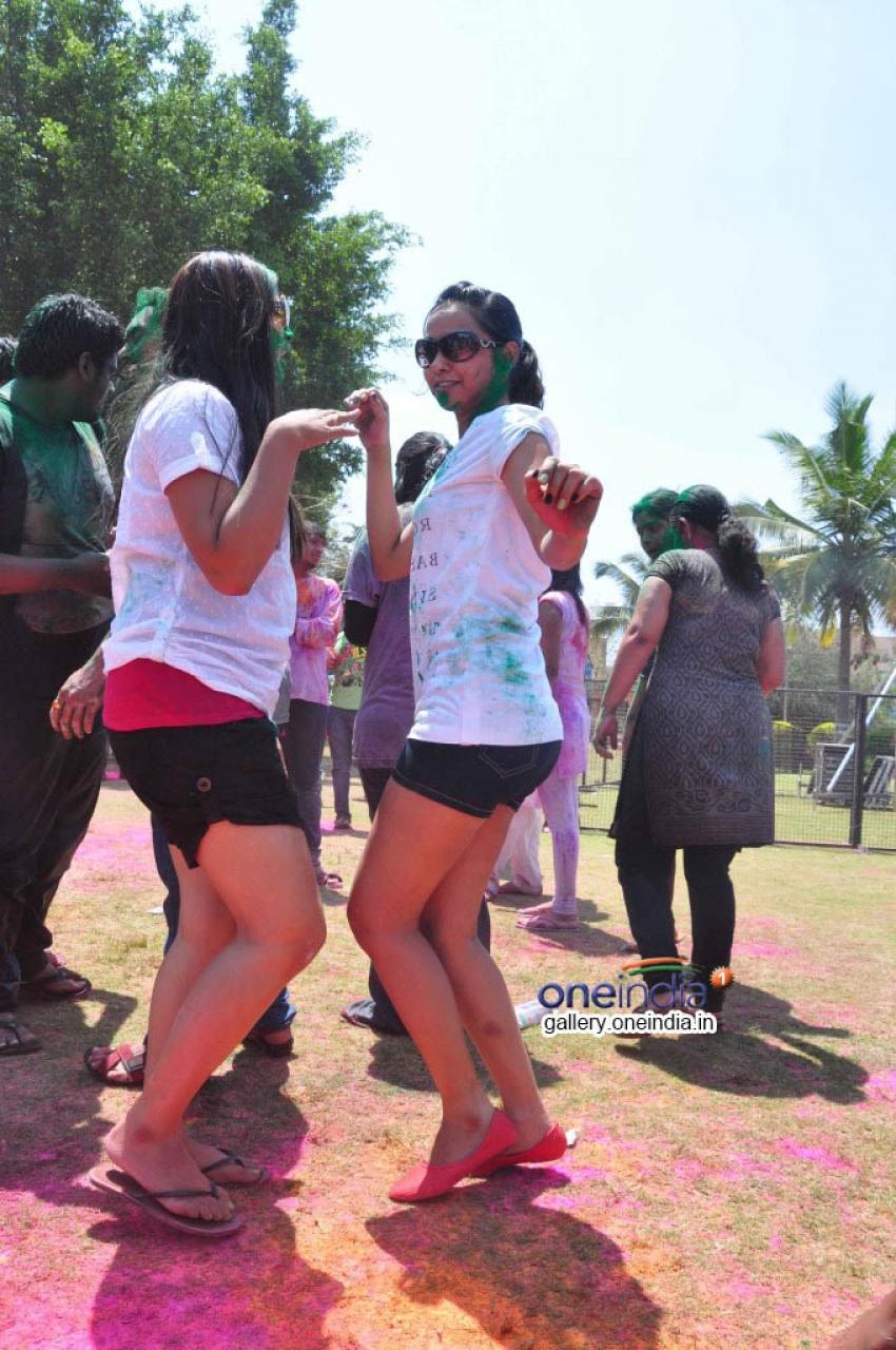 Shlipa, Kala & Vedika Celebrates Holi Photos