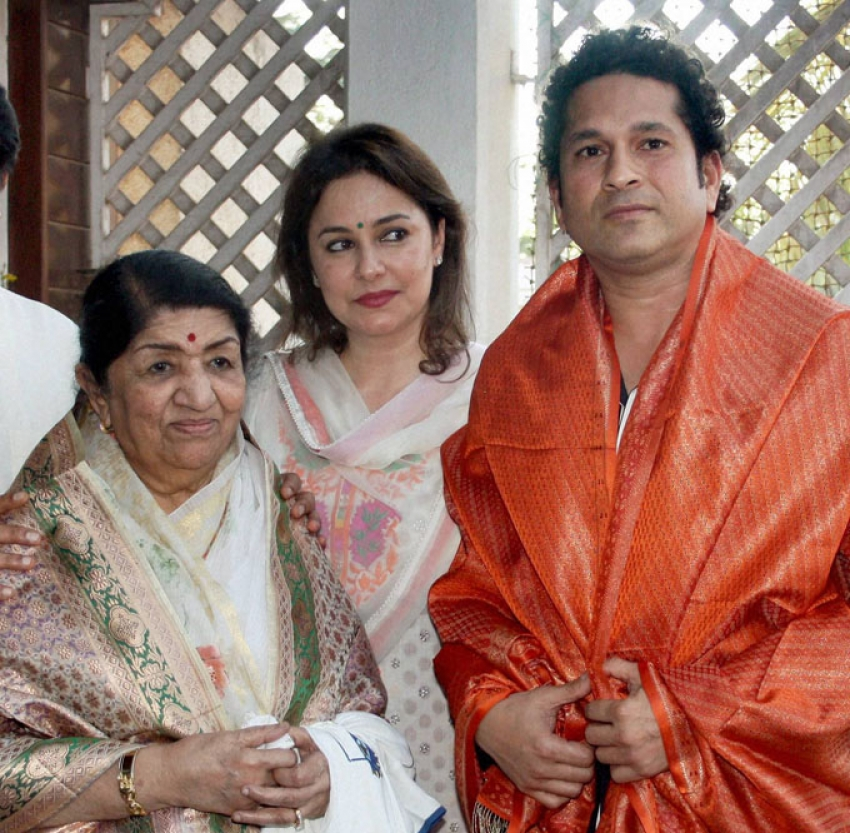 Sachin and Lata Mangeshkar visit Raj Thackeray's residence Photos