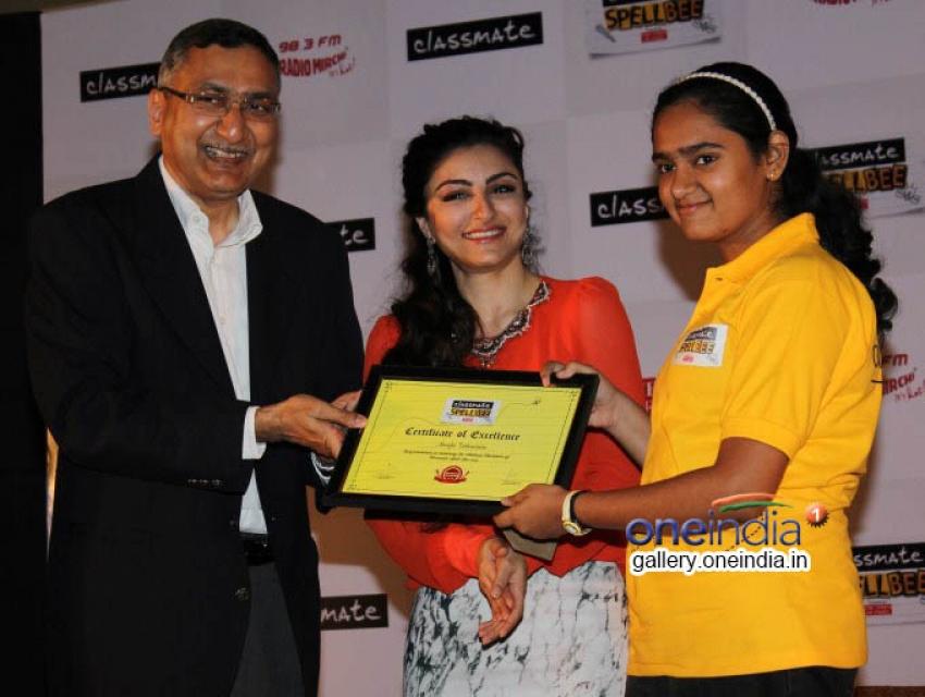 Soha Ali Khan Announces Winner of Classmate SpellBee 2014 Photos