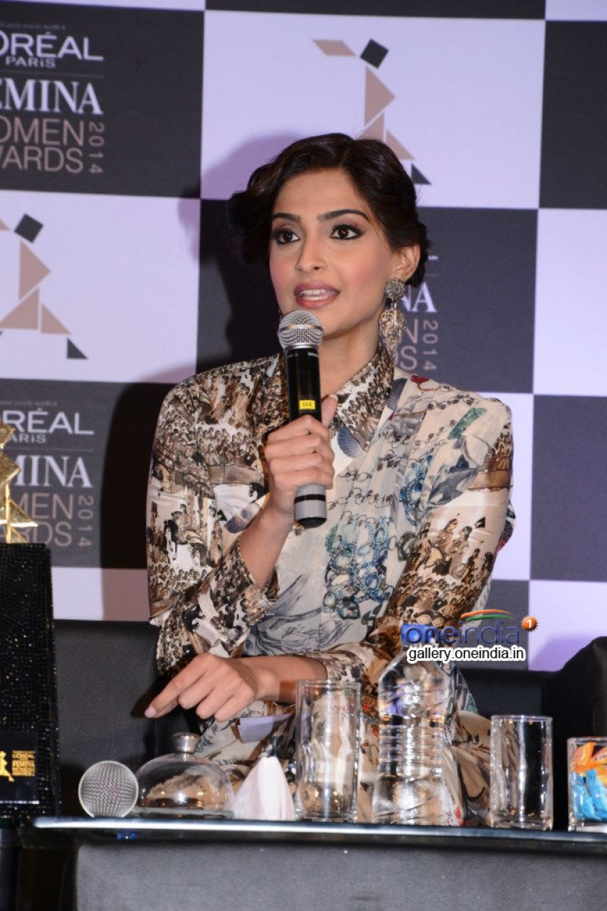 Sonam Kapoor announces 3rd L'Oreal Paris Femina Women Awards 2014 Photos