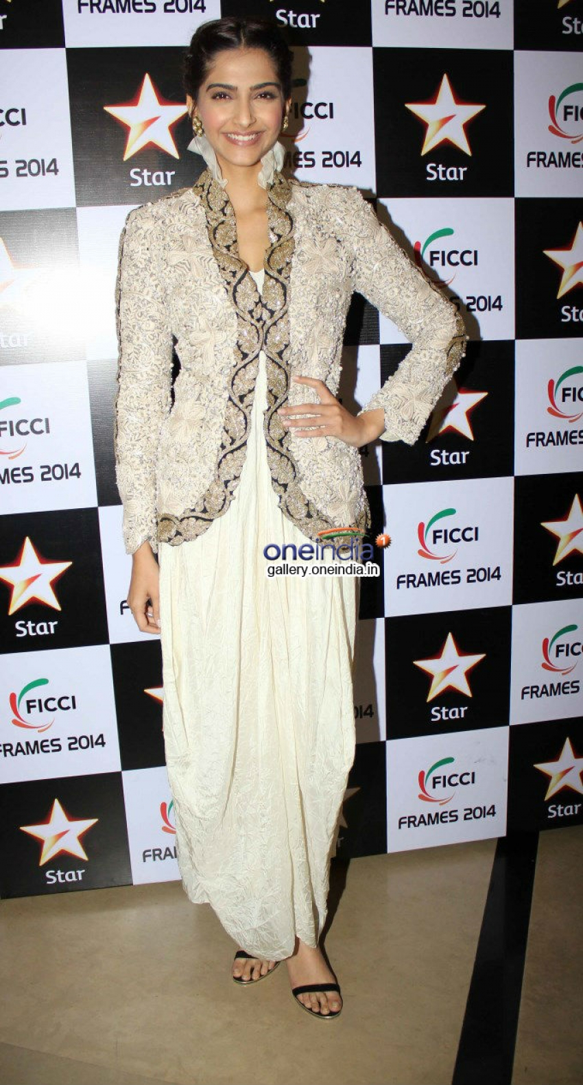 Sonam Kapoor and Kajol at FICCI Frames 2014 Photos