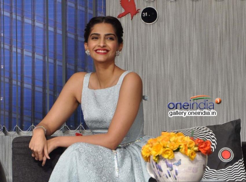 Sonam Kapoor and Ayushmann Khurrana promote Bewakoofiyaan Photos