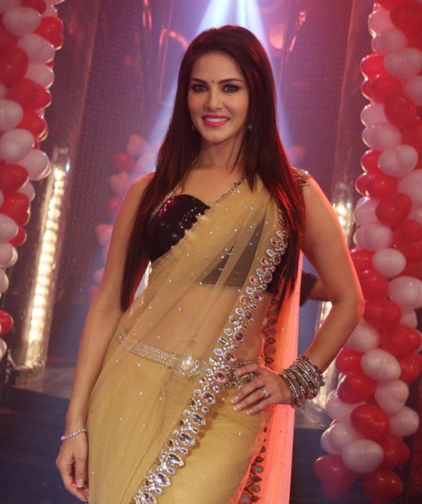 Sunny Leone Promote Ragini MMS 2 On Pavitra Rishta Sets Photos