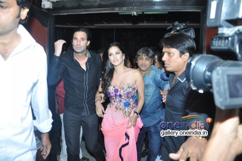 Sunny Leone Promotes Ragini MMS 2 at Geaity Galaxy Photos