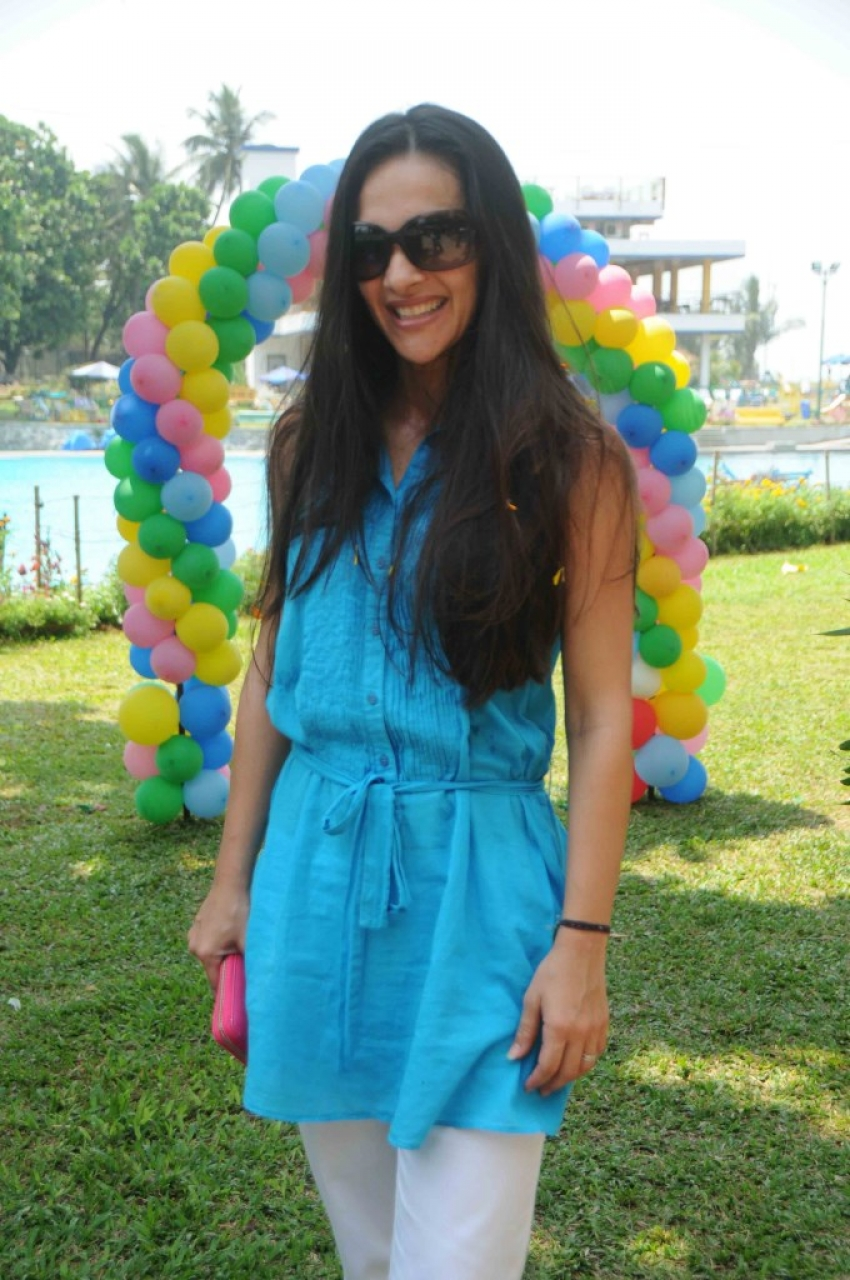 Tara Sharma Flower Petal's Holi At Breach Candy Photos