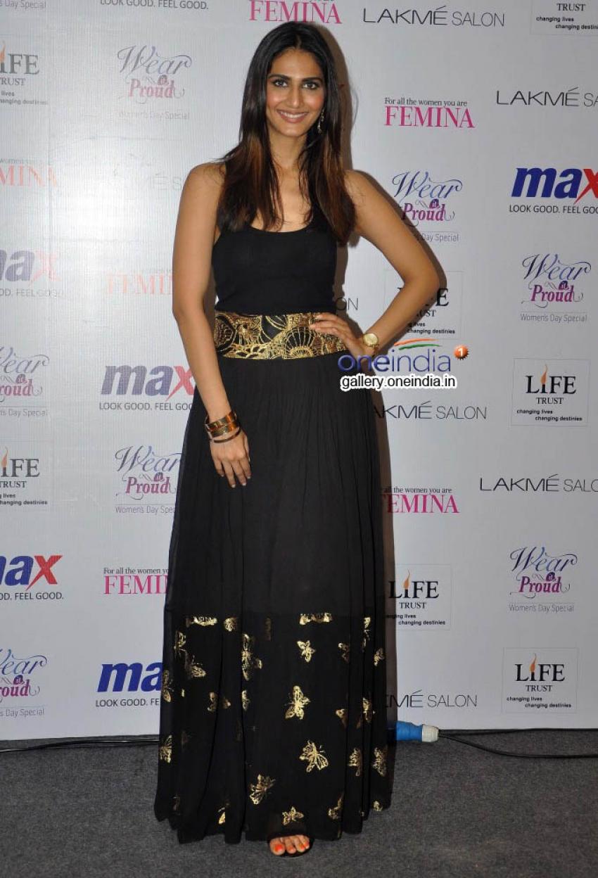 Vaani Kapoor Unveils Max Summer 2014 Collection Photos