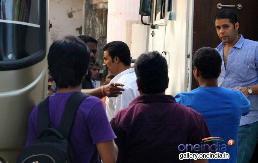 Akshay Kumar snapped shooting at Filmcity Photos