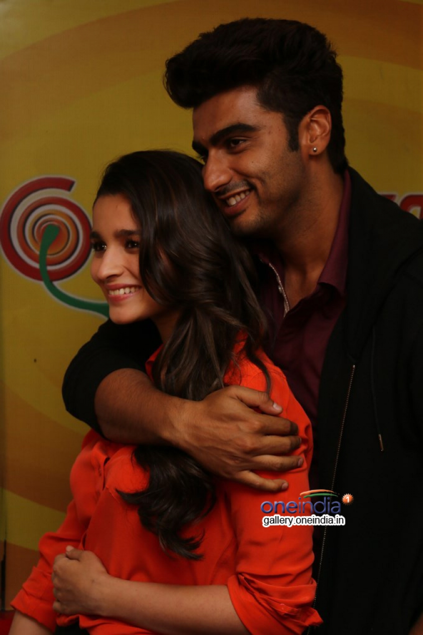 Arjun Kapoor and Alia Bhatt promote 2 States on Radio Mirchi Photos