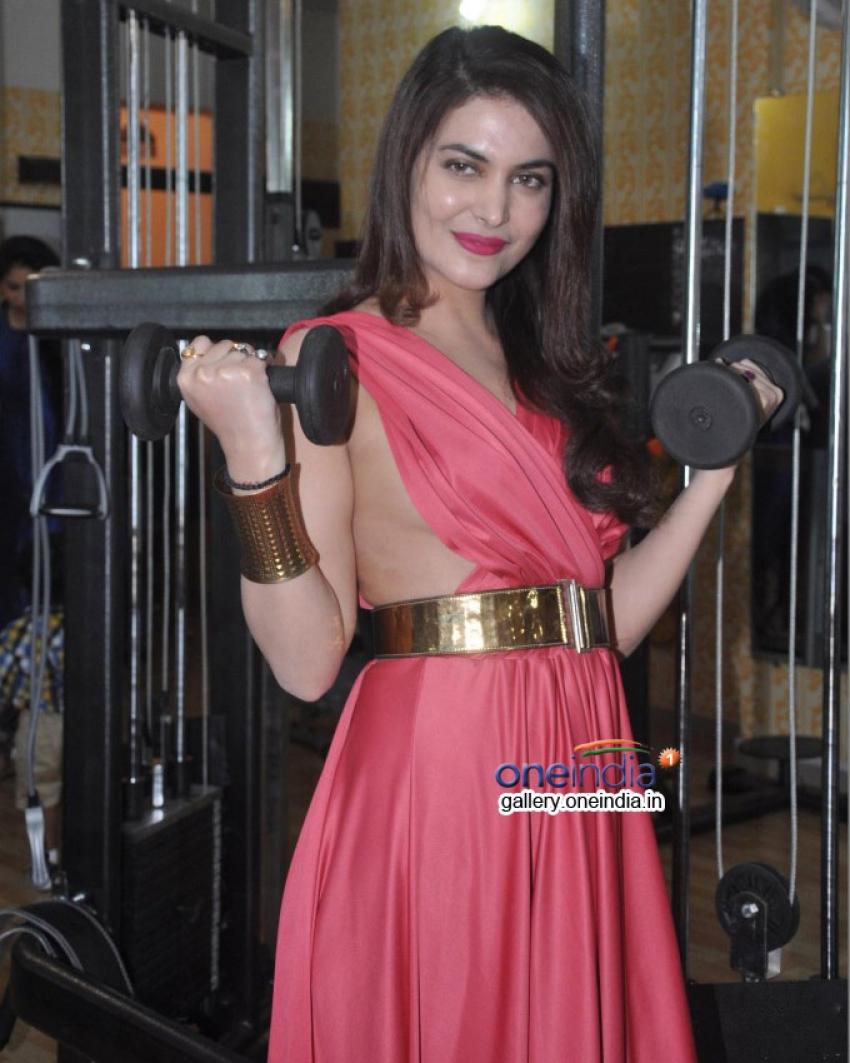 Karan Oberoi launches Fitt Zzone Gym at Lokhandwala Photos
