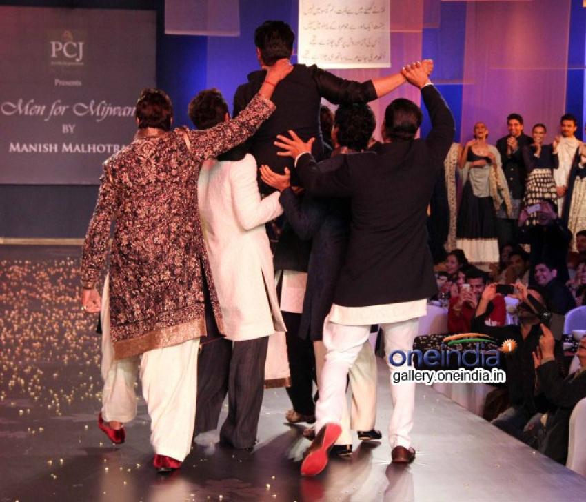 Big B, Akshay, Ranbir and Farhan walks the ramp for Mijwan Fashion Show Photos