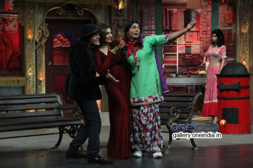 Raveena Tandon and Tusshar Kapoor on the sets of Mad In India Photos