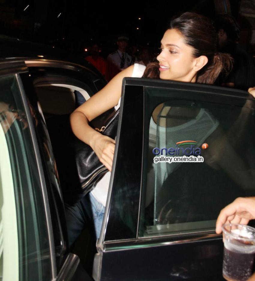 Deepika Padukone and Ranveer Singh snapped at Olive Bar Bandra Photos