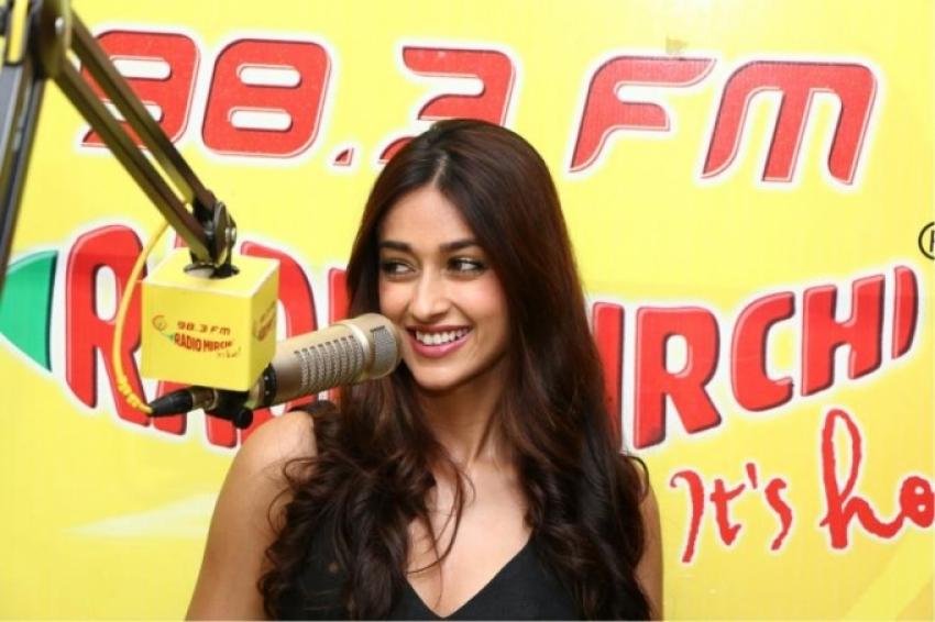 Varun, Nargis and Ileana promote Main Tera Hero at Radio Mirchi Photos