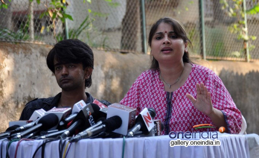 Inder Kumar's wife address media in support of her husband Photos