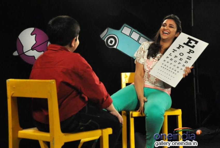 Parineeti Chopra on the sets of Captain Tiao Photos