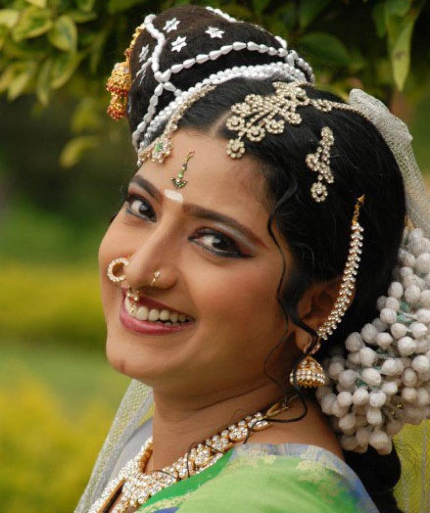 Praveena Photos