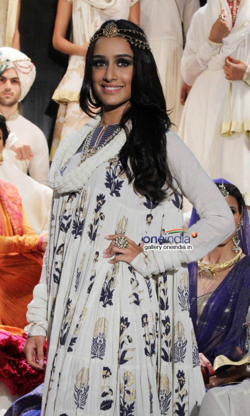 Shraddha Kapoor walks the ramp for Rohit Bal collection for Jabong Photos