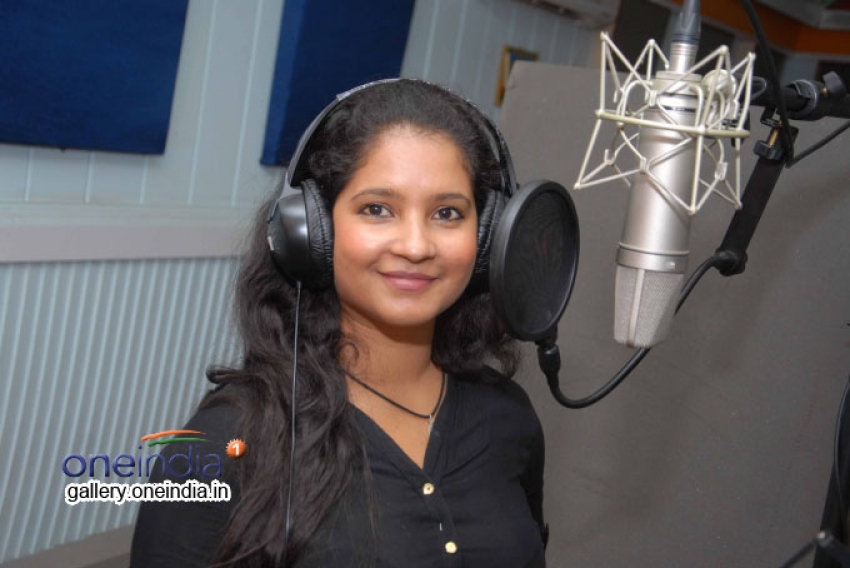 Shubha Poonja Singing Song for Tarle Nan Maklu Photos
