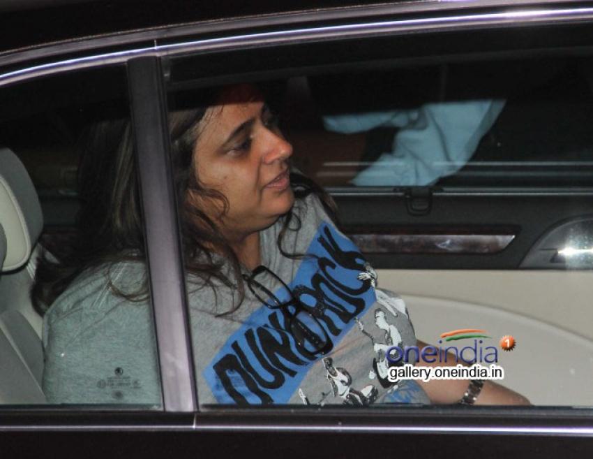Shweta Bachchan snapped at Karan Johar's house Photos