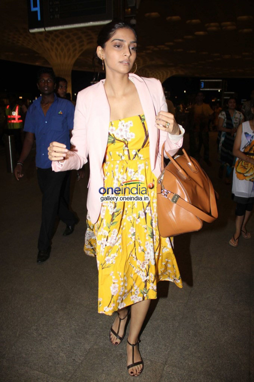Ranveer, Parineeti and Sonam leaves for IIFA 2014 Photos
