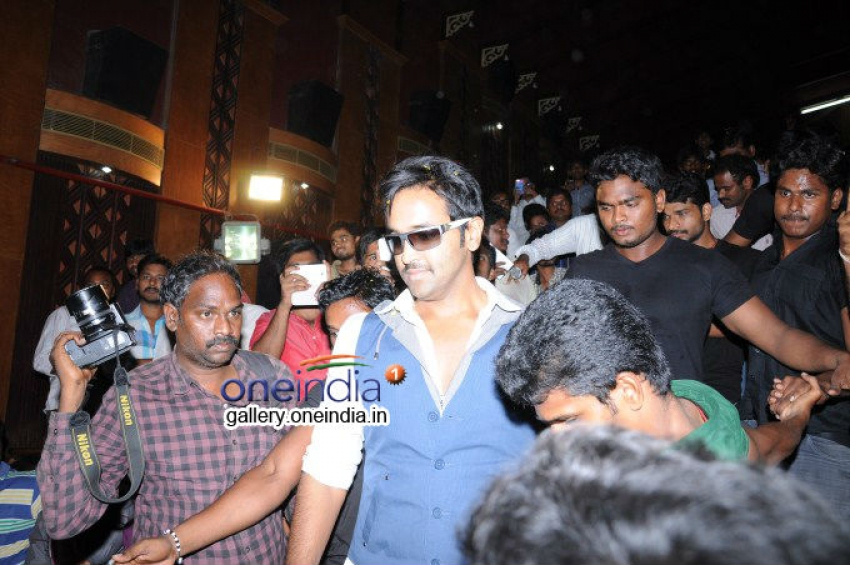 Vishnu Promoting Rowdy in Guntur Photos