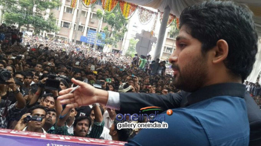 Allu Arjun at Thrissur (Kerala) for Joy Alukkas Show Room Opening Photos