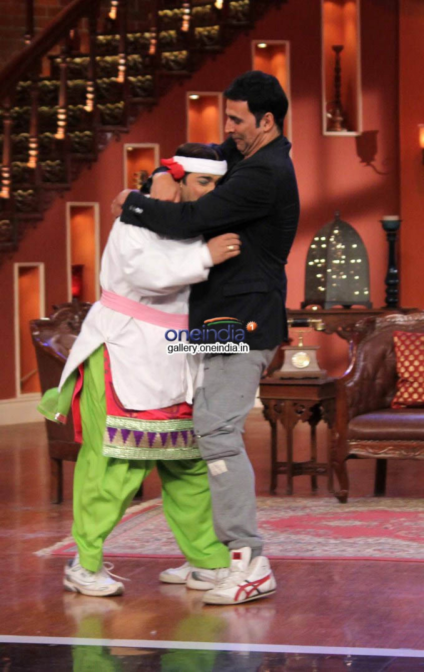 Akshay Kumar on the Sets of Comedy Night with kapil Photos